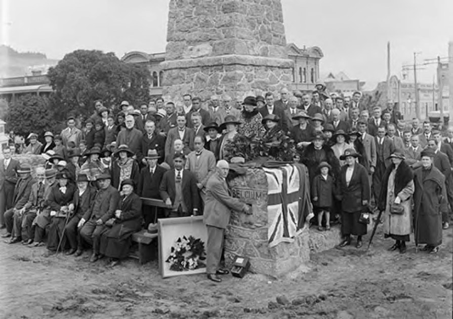 NZ's prime minister and gathered crowd on Anzac Day 1925 placing of the battlefield soil ceremony in the Māori WW1 war memorial at Motoua Gardens, Pakāitore, Whanganui.